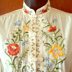 🔹2 for $85🔹 Vintage Embroidered Blouse